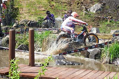 池からジャンプとか当たり前みたいに・・・.jpg